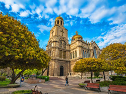 Катедрала Варна - Защо да закупите имот във Варна